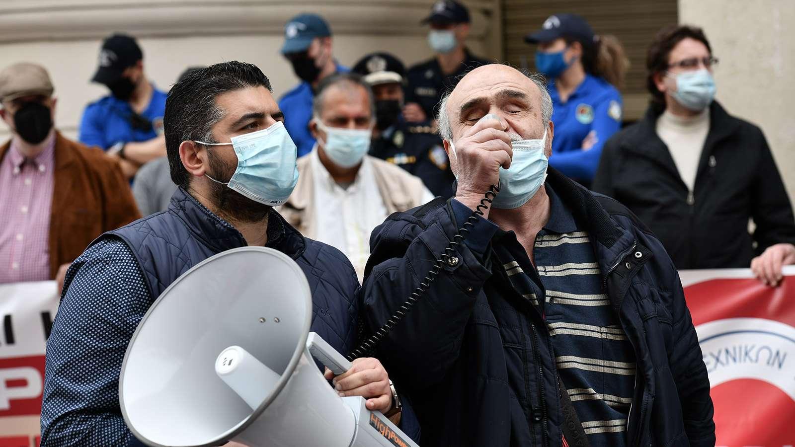 Δυνατά ακούστηκαν αιτήματα και συνθήματα υγειονομικών λαϊκού κινήματος έξω από το υπ. Υγείας