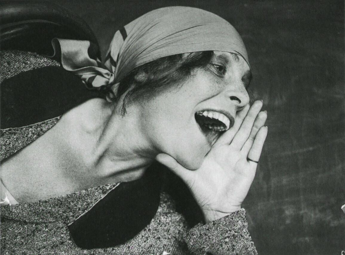 Η Μπρικ μοντέλο στην περίφημη αφίσα του Ροντσένκο