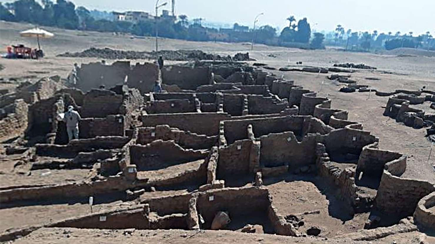 Λούξορ Luxor Λούξορ-Luxor-egypt-lost-city 1