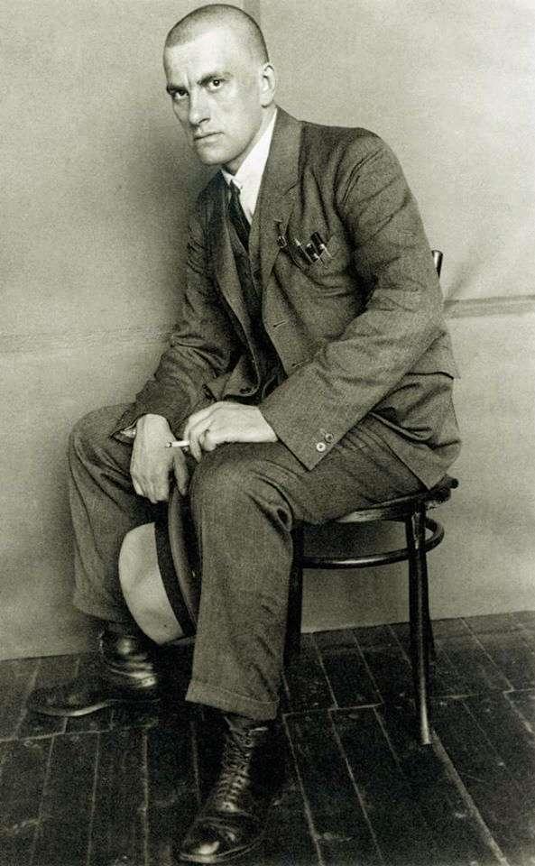 Μαγιακόφσκι 1924 με το τσιγάρο στο χέρι