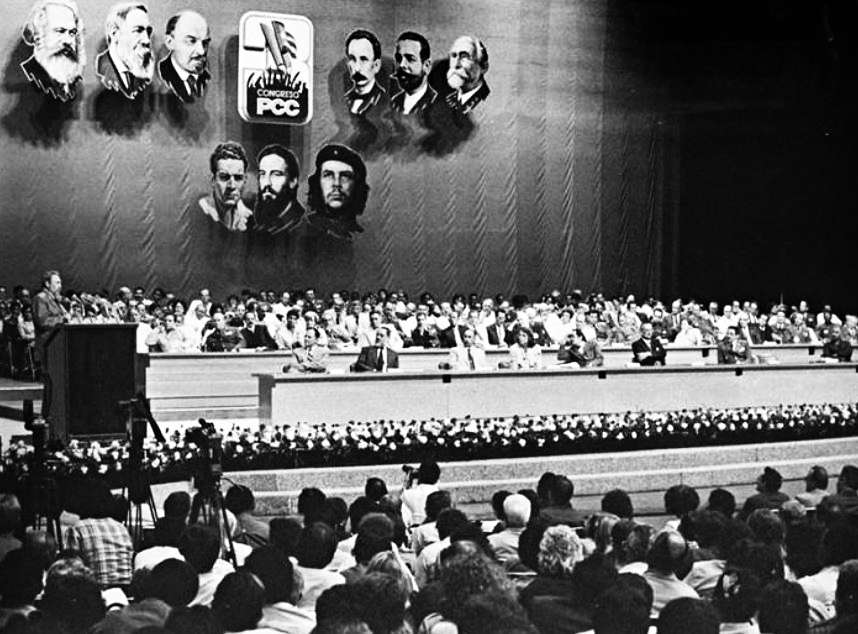 Fidel Castro en la clausura del 3er Congreso del PCC