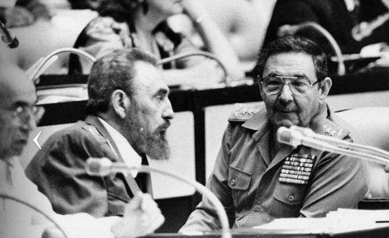 Fidel Raúl y José Machado Ventura en el V Congreso del PCC
