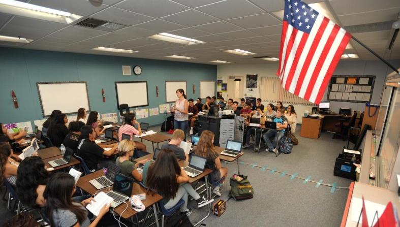 ΗΠΑ: Χυδαίος αντικομμουνιστικός νόμος για τα σχολεία στη Φλόριντα