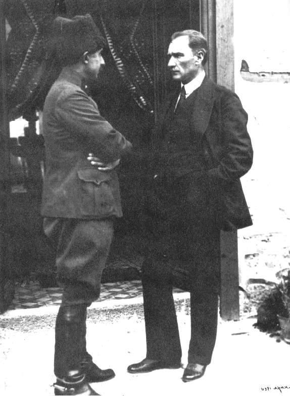 smet Paşa Mustafa Kemal Paşa ile konuşurken 1920 Ισμέτ Ινονού και Μουσταφά Κεμάλ 1920