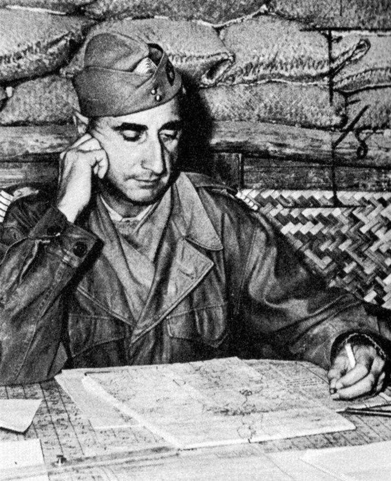 Le futur général de Castries commandant du camp retranché de Diên Biên Phu