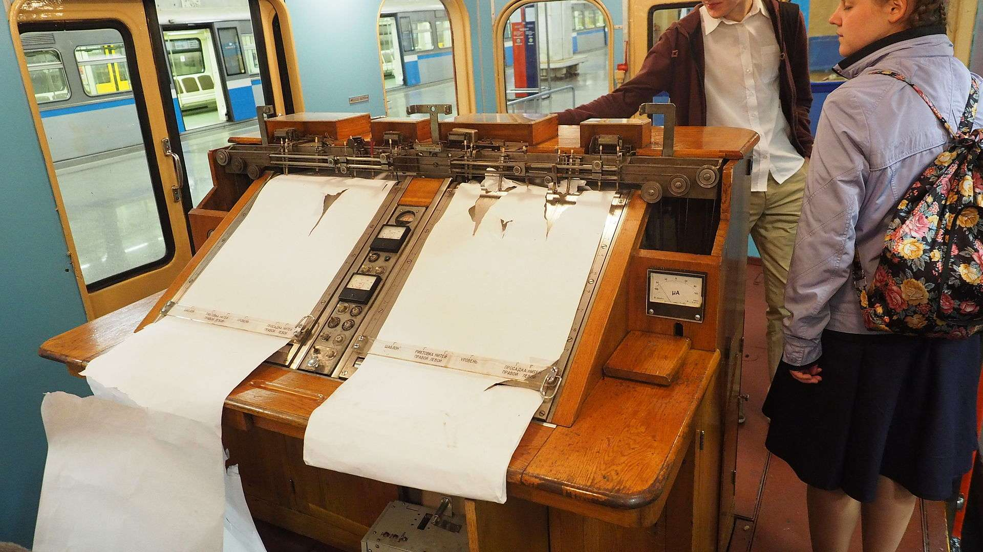 Moscow metro UM5 806 track measure museum car graphics table