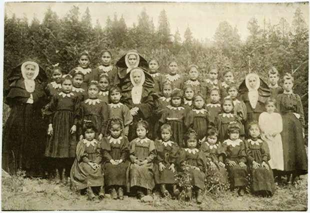 τάφος παιδιών αυτοχθόνων στον Καναδά 1