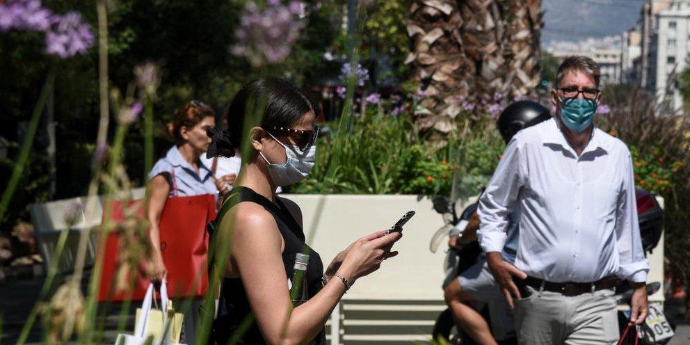 polites maska athina