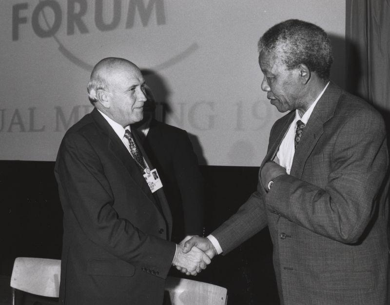 Φρεντερίκ ντε Κλερκ και ο Νέλσον Μαντέλα το 1992 Frederik de Klerk Nelson Mandela Forum Annual Meeting Davos 1992