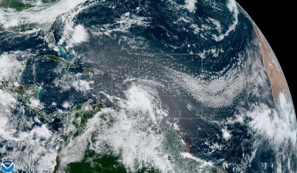 El huracán Elsa intensifica