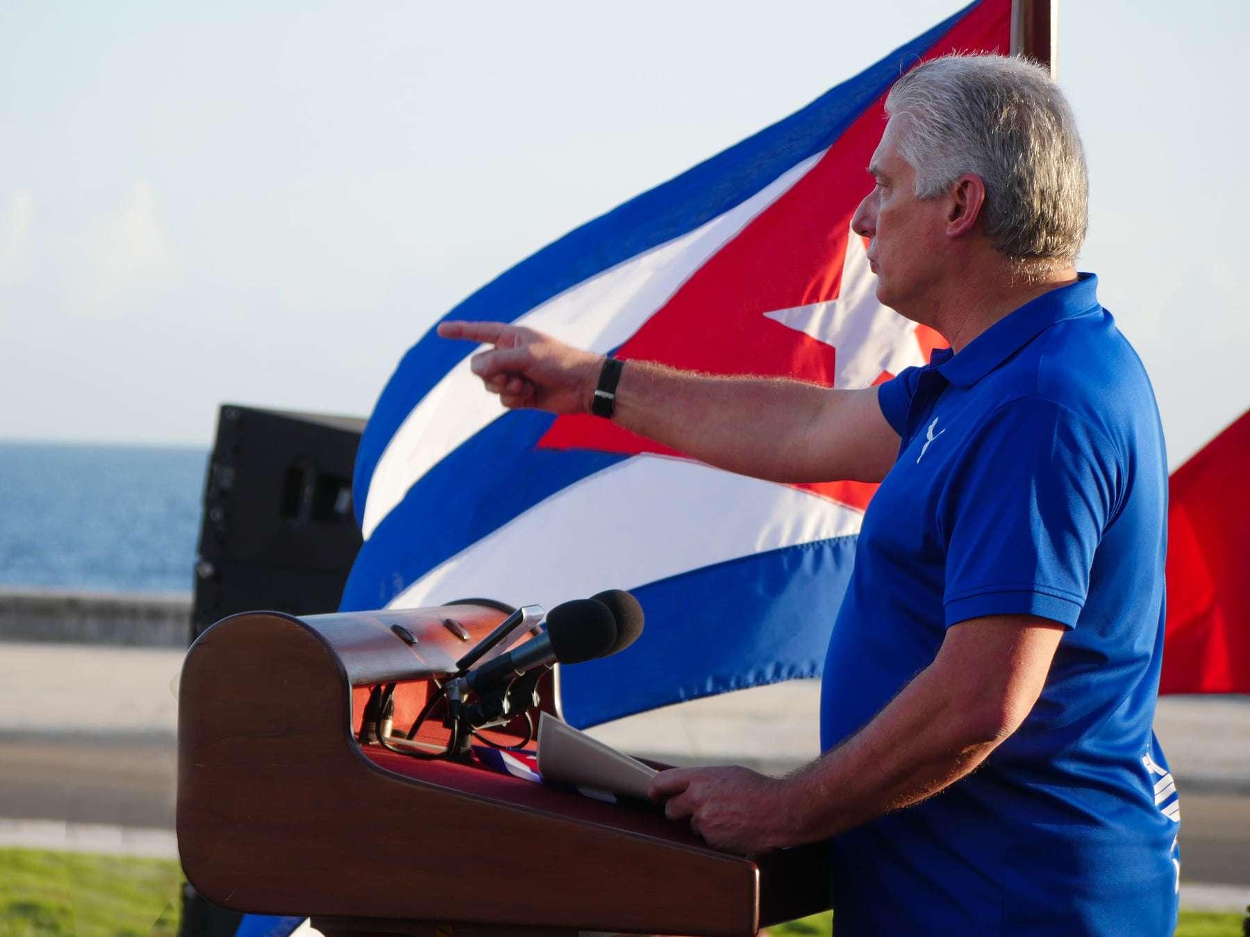 Todo el pueblo se levanta por la soberanía la defensa y la seguridad de Cuba Diaz Canel