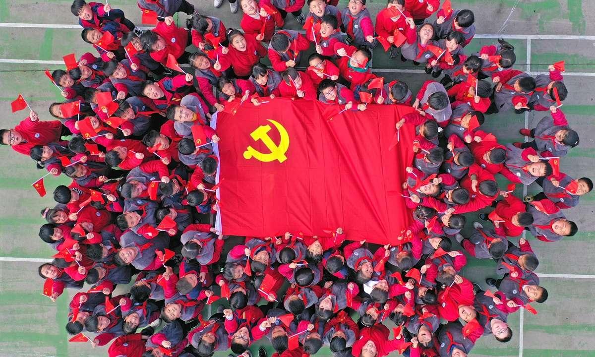Στην Κίνα αδέλφια, στην Κίνα; – του Στέλιου Κανάκη