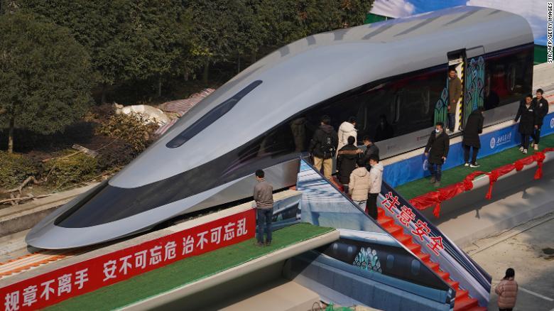 """Κίνα: το """"αιωρούμενο"""" γρηγορότερο τρένο του κόσμου"""