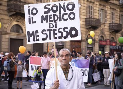 """Μanifestazioni antivaccini Italia - """"Αντιεμβολιαστές"""" στην Ιταλία"""