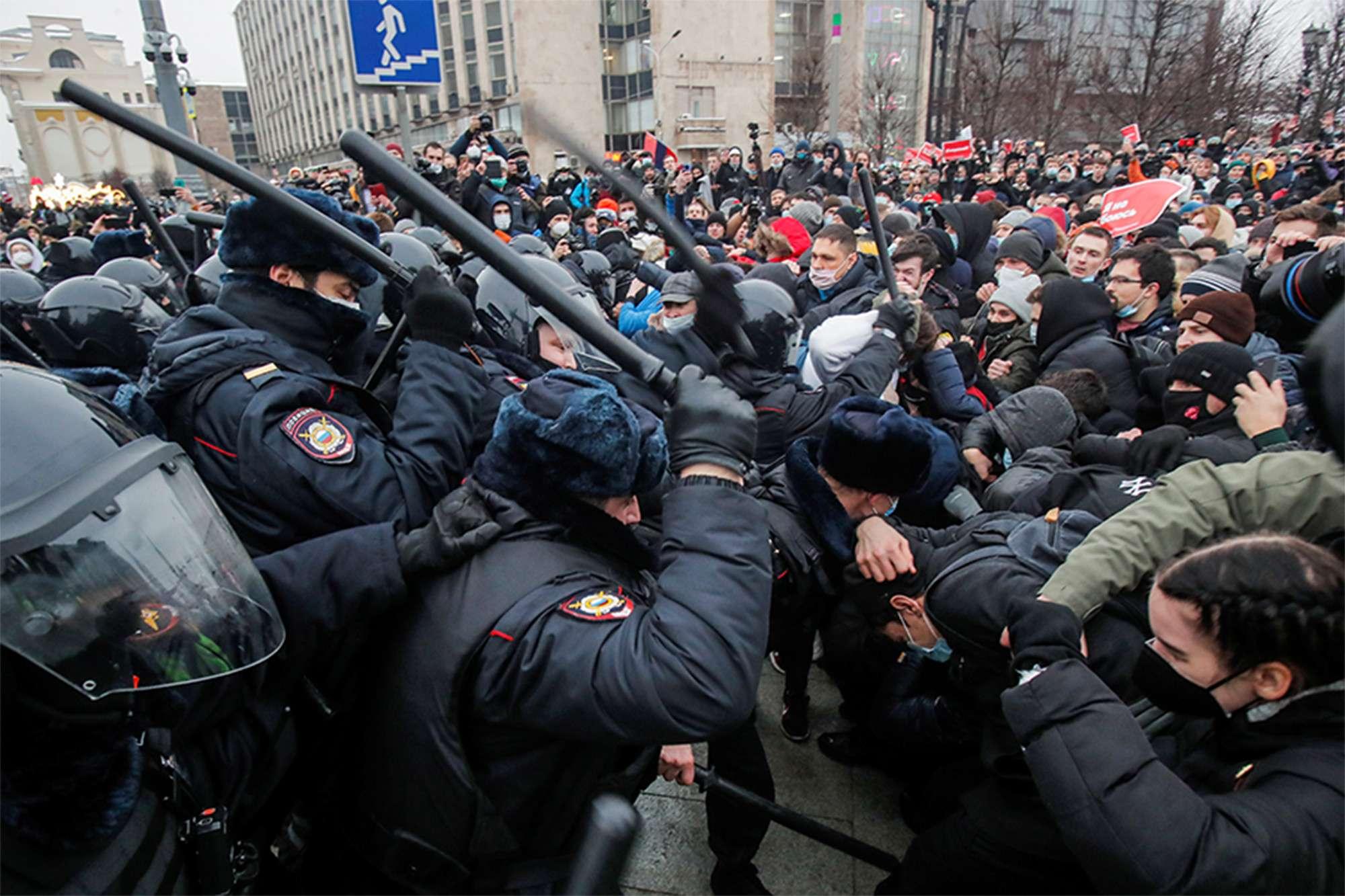 δυνάμεις απέκλεισαν τα γραφεία του ΚΚΡΟ στη Μόσχα