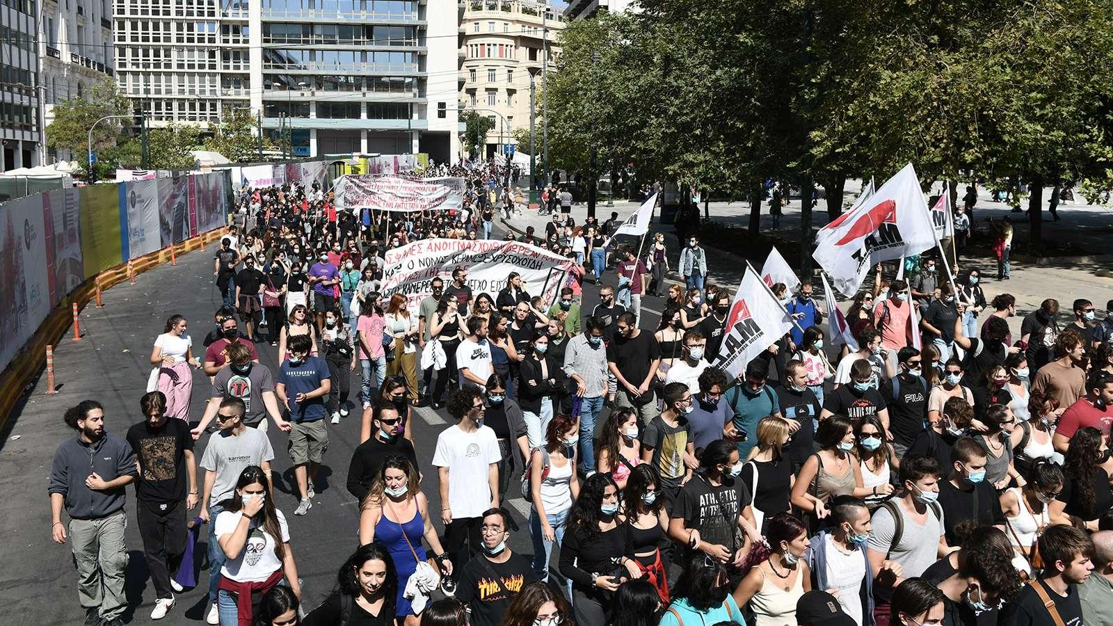Σύλλογοι Αθήνας Δυναμική κινητοποίηση για ασφαλείς σχολές ενάντια στο φασισμό 2