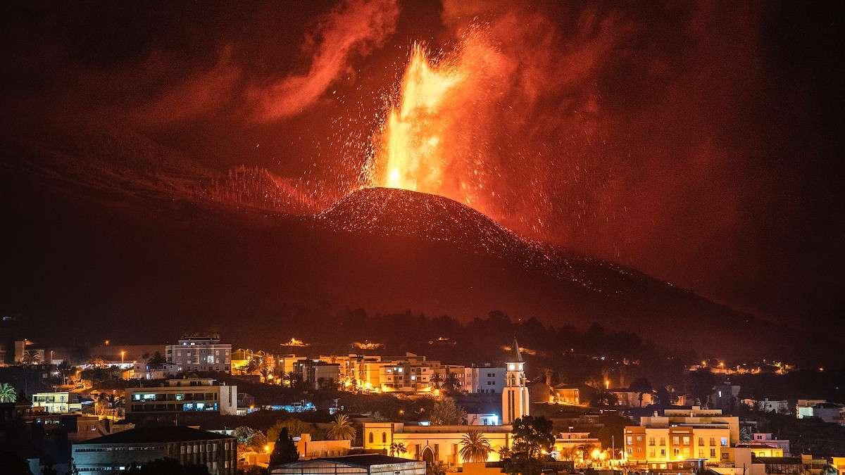 ΛαΠάλμα Ασυγκράτητη η λάβα από το ηφαίστειο