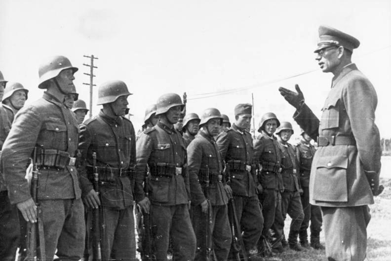 General Wlassow mit Soldaten der ROA Vlasov ROA soldiers